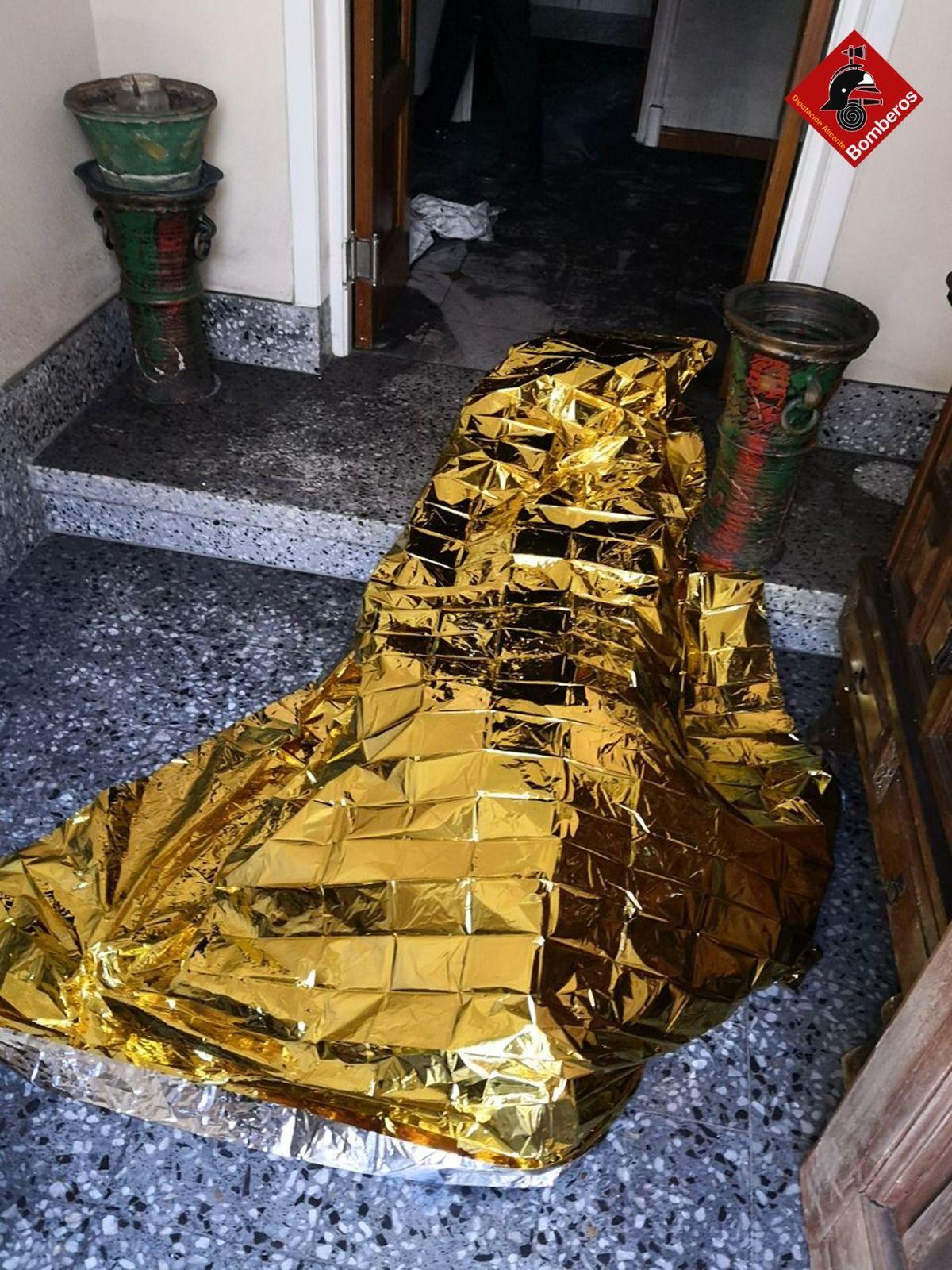 Fallece una mujer de avanzada edad en el incendio de una vivienda en Alcoy
