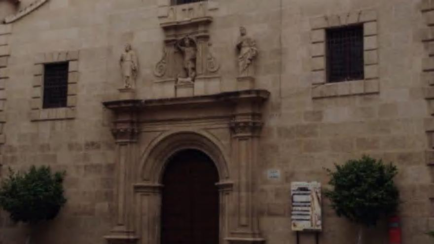 Irrumpen borrachos en una iglesia de Murcia, suben al altar y acaban detenidos