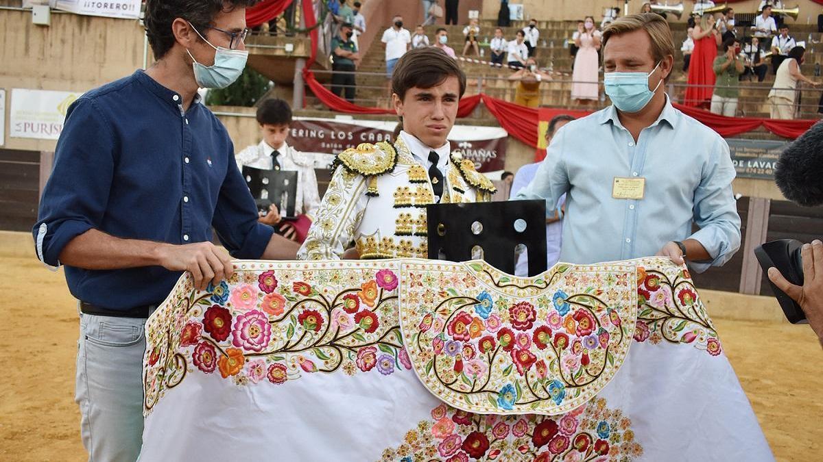 Marcos Linares triunfa en la final de las escuelas taurinas celebrada en Almedinilla