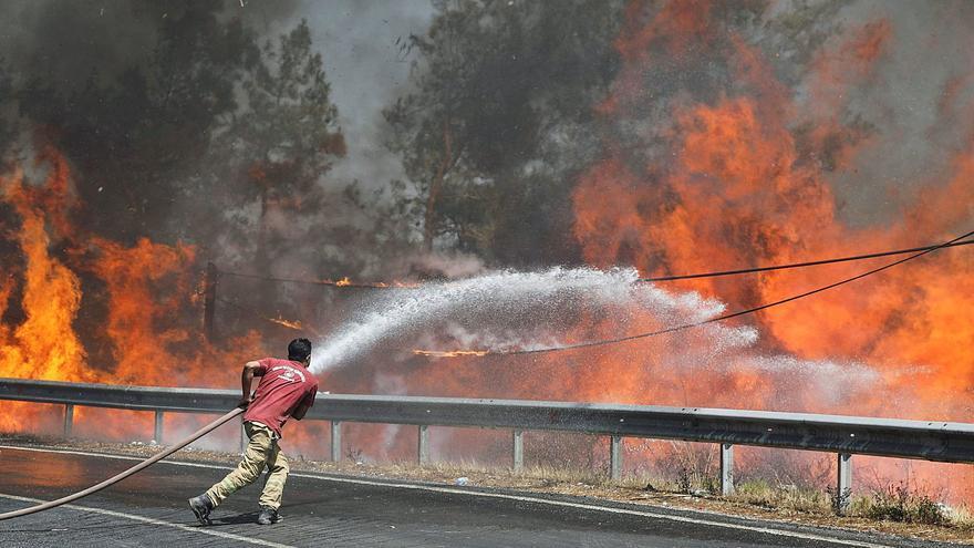 Uns incendis descontrolats a Turquia  ja sumen 8 morts  i 864 ferits