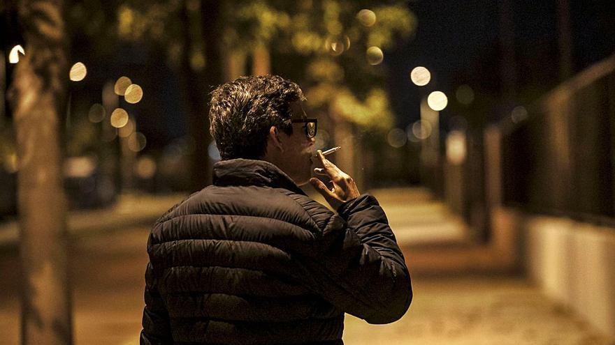 Fumar caminando por la calle, principal infracción de las normas anticovid