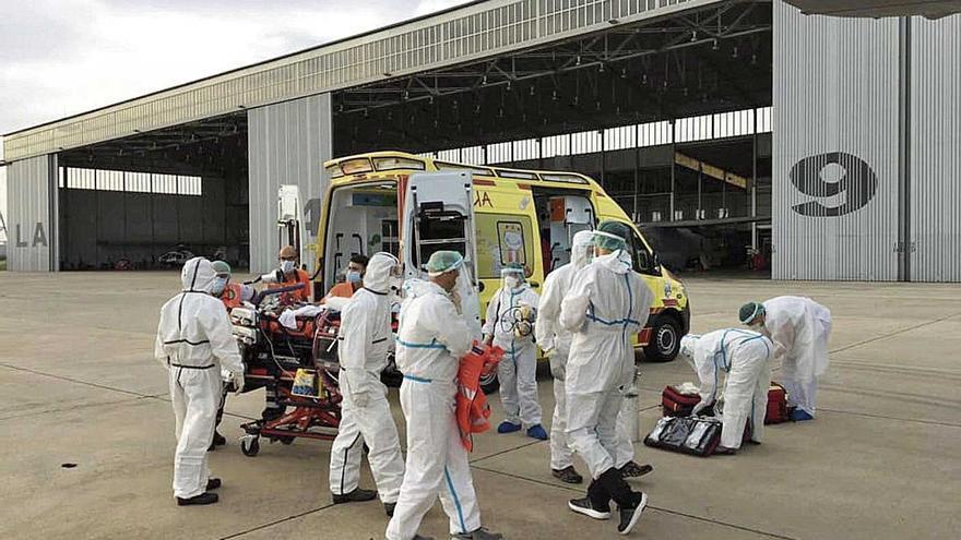 La paciente fue trasladada a la base aérea de Son Sant Joan, donde esperaba la aeronave.