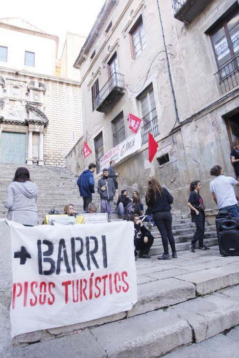Ocupen l'antic Teatre Odeón