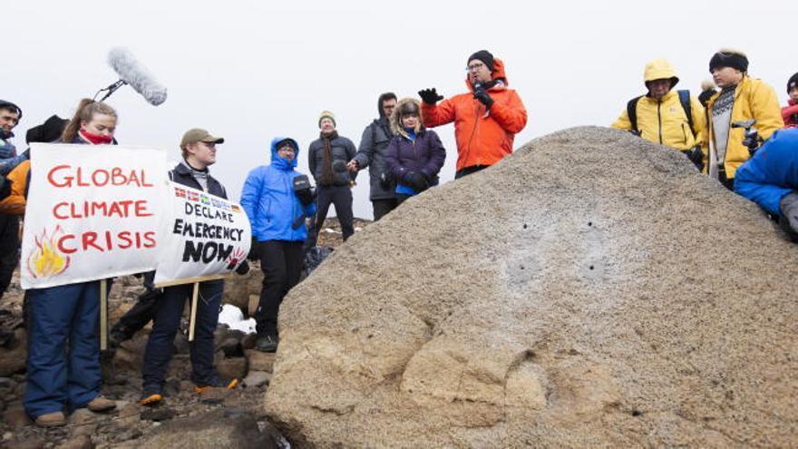 Islandia celebra el 'funeral' del primer glaciar desaparecido por el cambio climático