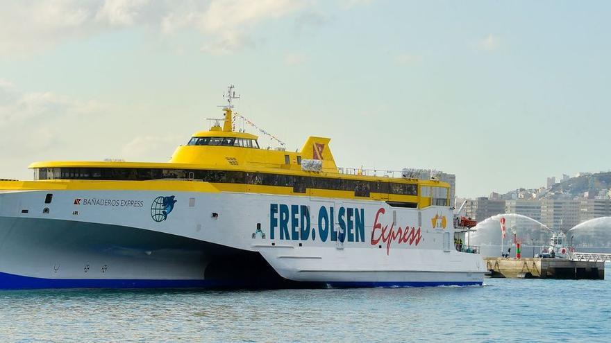 El Bañaderos Express efectúa su entrada en el Puerto de Las Palmas