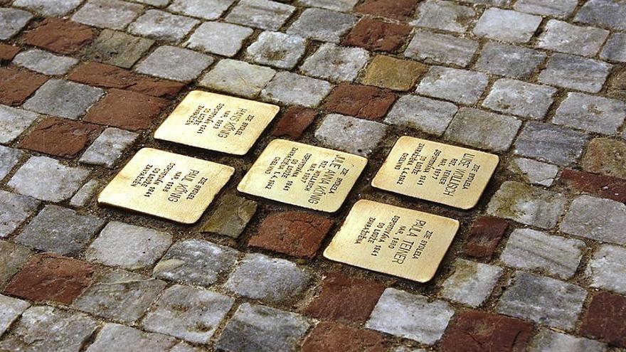 Zamora instala placas memoriales Stolpersteine en recuerdo a los 23 zamoranos víctimas del nazismo