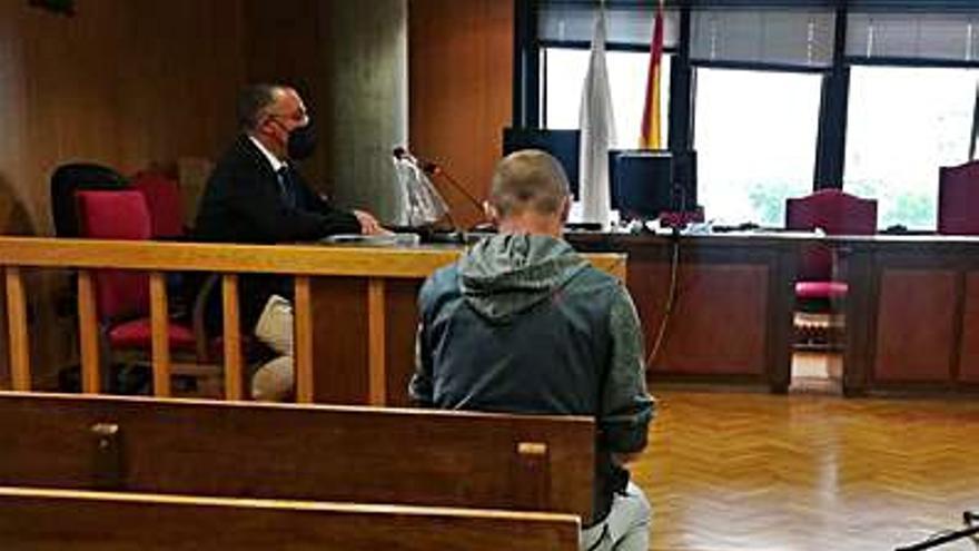 Acepta seis meses de cárcel por usar la tarjeta de un cliente para hacer apuestas deportivas