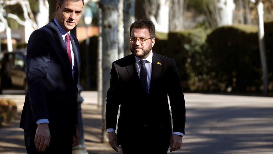 Sánchez y Aragonès hablan por teléfono 40 minutos y se emplazan a reunirse este mes en la Moncloa