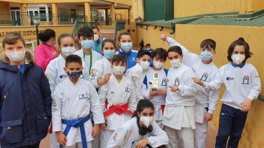 Tres podios andaluces para el Kimé infantil