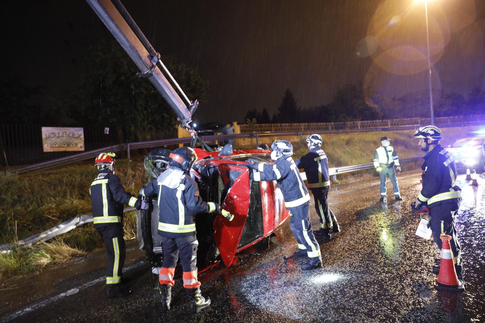 Espectacular accidente en la entrada de Gijón