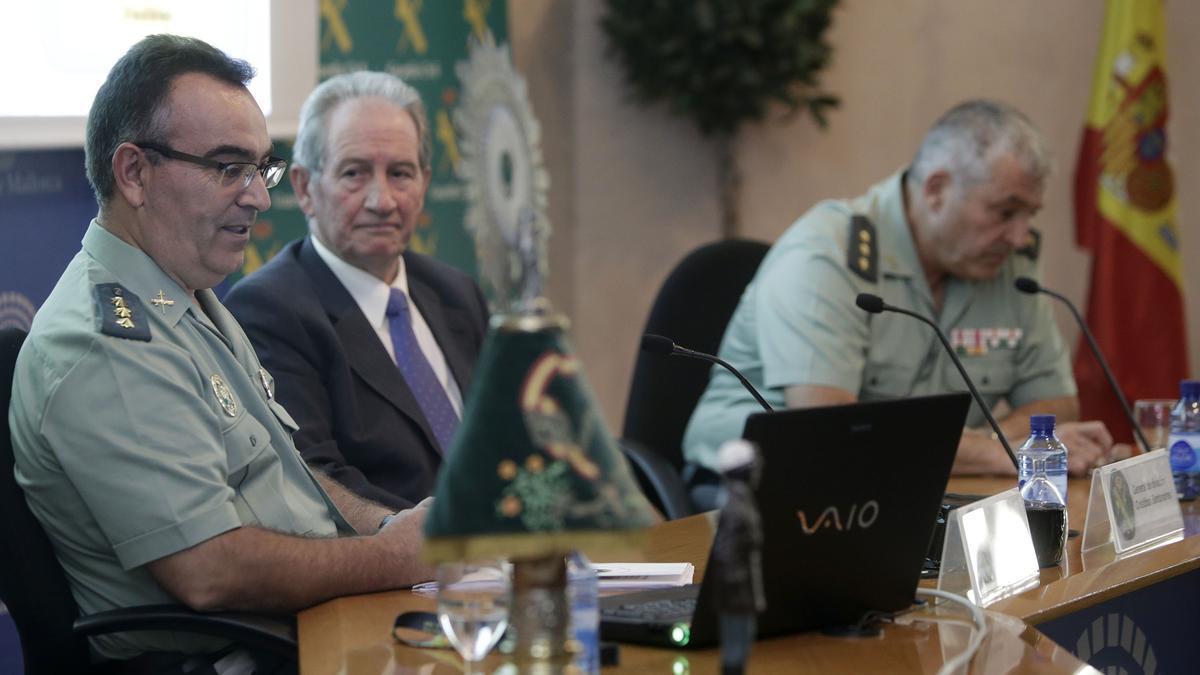 El general José Luis Tovar (izquierda), junto al general Cristóbal Santandreu y el coronel Jaime Barceló, en una imagen de 2015.