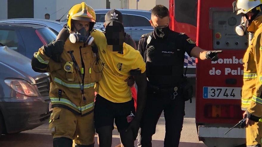 Una decena de intoxicados en un incendio en un piso en Son Gotleu