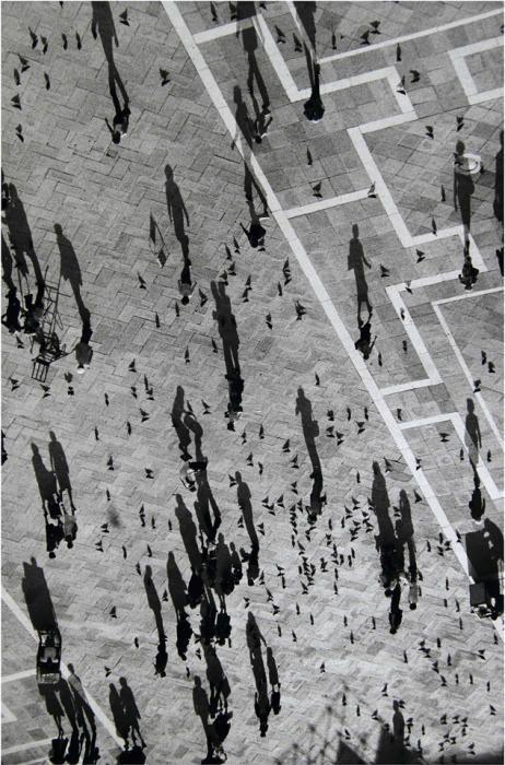Paco Junquera, Plaza de San Marcos (Venecia), 65×99 Negativo en blanco y negro. Impresión Gliclée con tintas de carbón sobre papel Museo Portfolio Rag PRECIO DE SALIDA: 500 EUROS