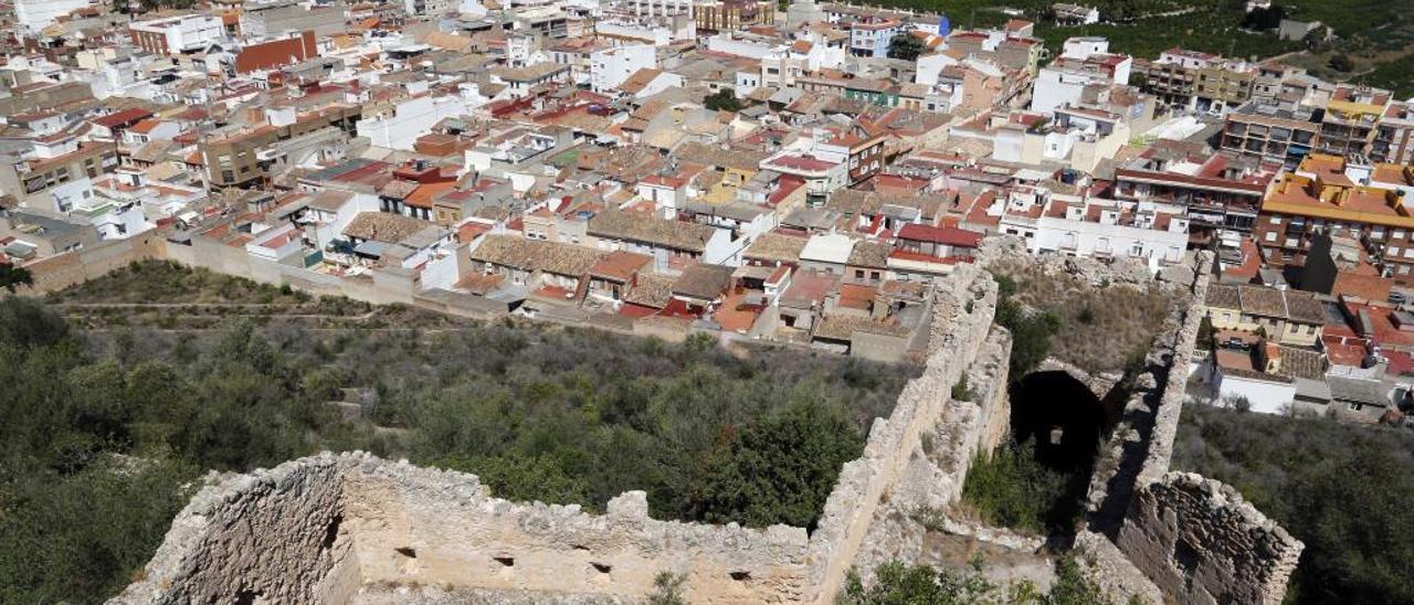 Vista aérea del casco urbano y el término municipal de Corbera desde el castillo, en una imagen de archivo.