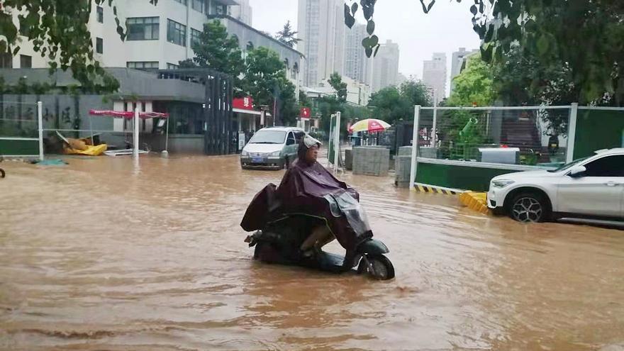 Almenys 12 morts per unes pluges torrencials a la Xina