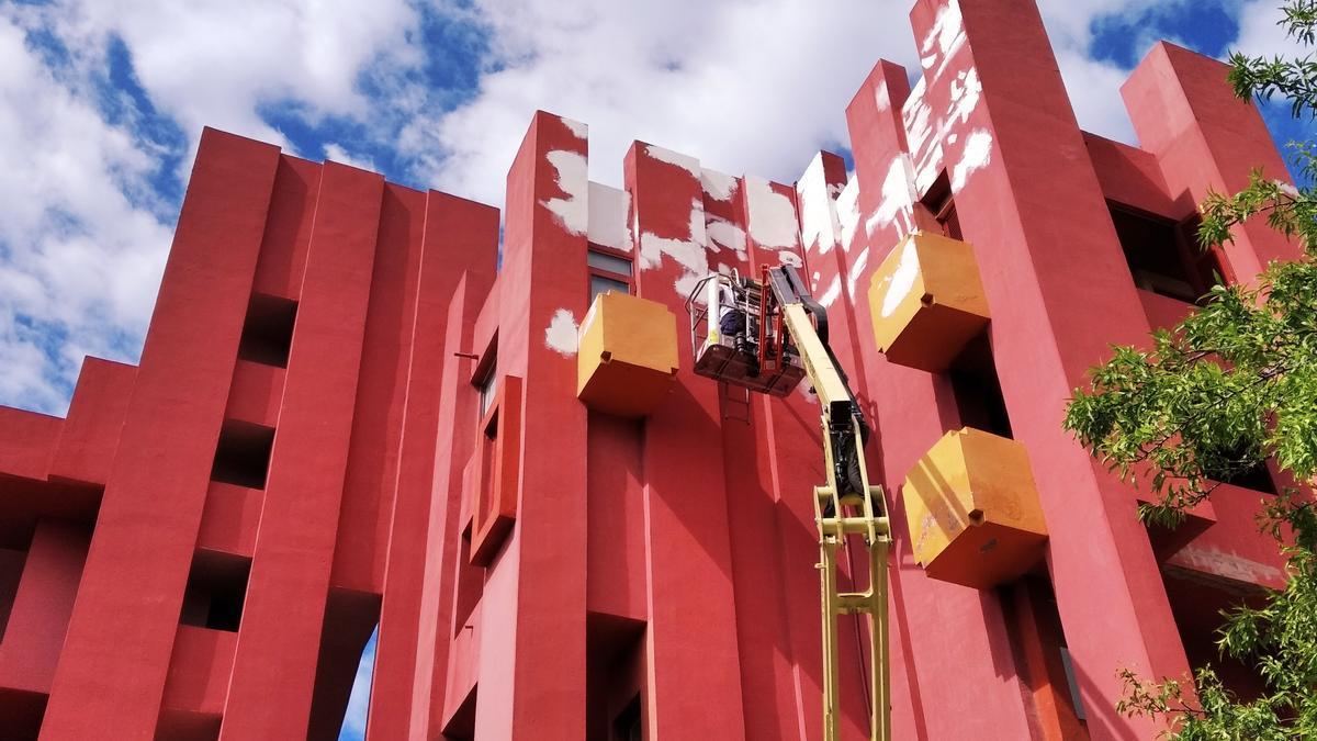 La Muralla Roja durante unos recientes trabajos de pintura