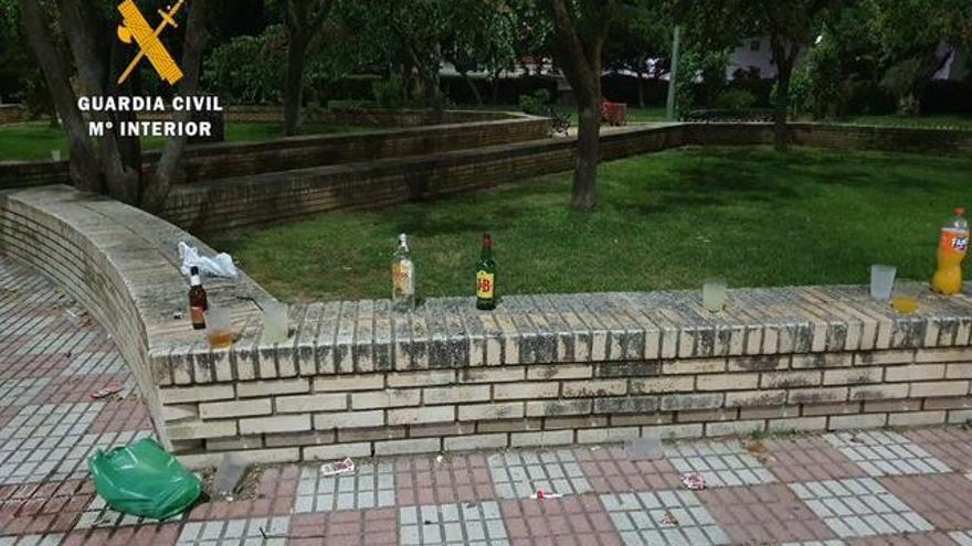 La Guardia Civil disuelve un botellón y dos fiestas ilegales de madrugada en Serradilla