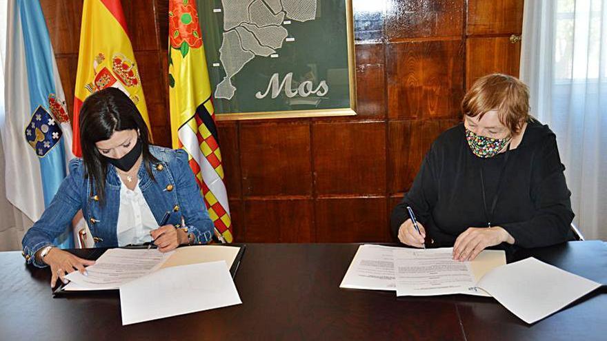 Nidia Arévalo y Maite Isla firmaron ayer el convenio.     // D.P.