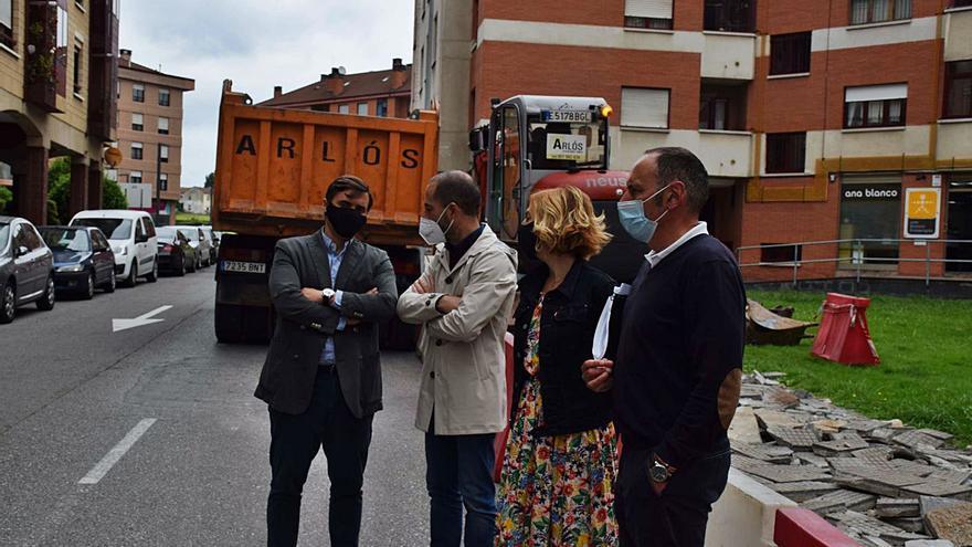Comienza la instalación del carril bici en la calle Puerto Pajares de Lugones