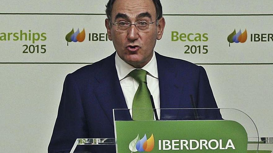 Iberdrola amenaza al Gobierno con la industria: solo mantendrá precios bajos si retira el «hachazo»