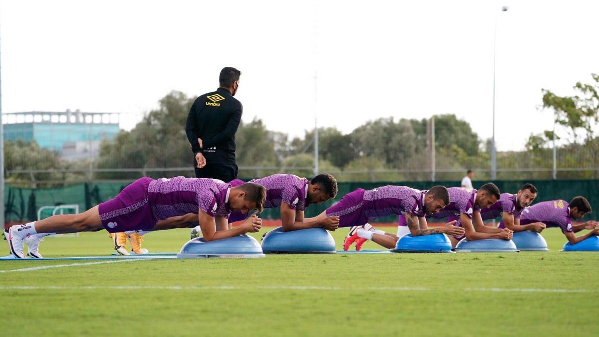 Los jugadores del Mallorca se ejercitan en Son Bibiloni.