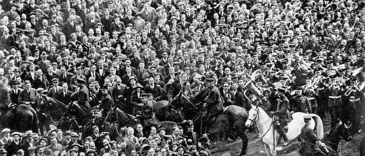 Scorey y su caballo Billie, en el primer partido en Wembley.