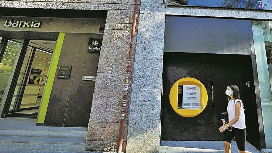 La banca valenciana cierra otro medio centenar de oficinas en la pandemia