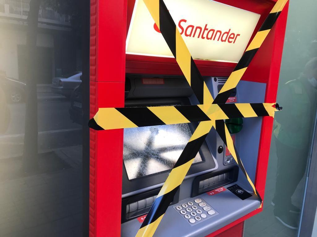 Destrozan varios cajeros automáticos en Benicalap