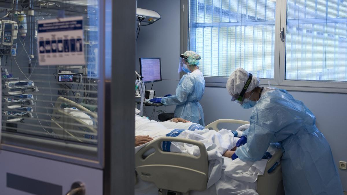 Andalucía aprobará la próxima semana el plan 7.000 ante el ascenso de hospitalizados por covid