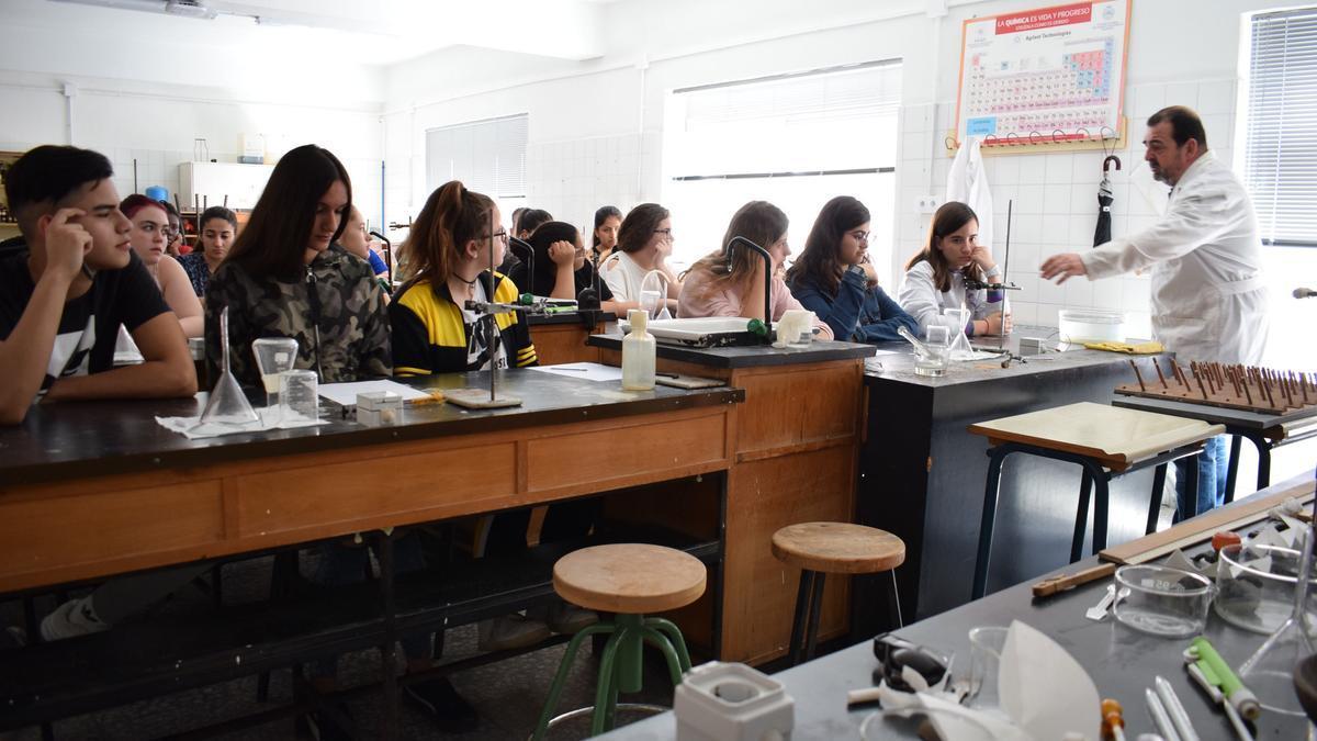 Alumnos del IES Alfonso X el Sabio, en una clase de Bachillerato científico