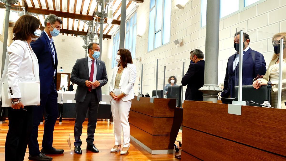 El presidente de la DPZ, Juan Antonio Sánchez Quero, junto a varios diputados.