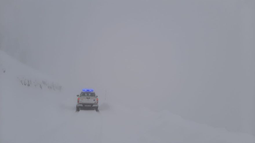 Un septuagenario pide ayuda tras perderse en una zona nevada de Lugo donde encalló su vehículo