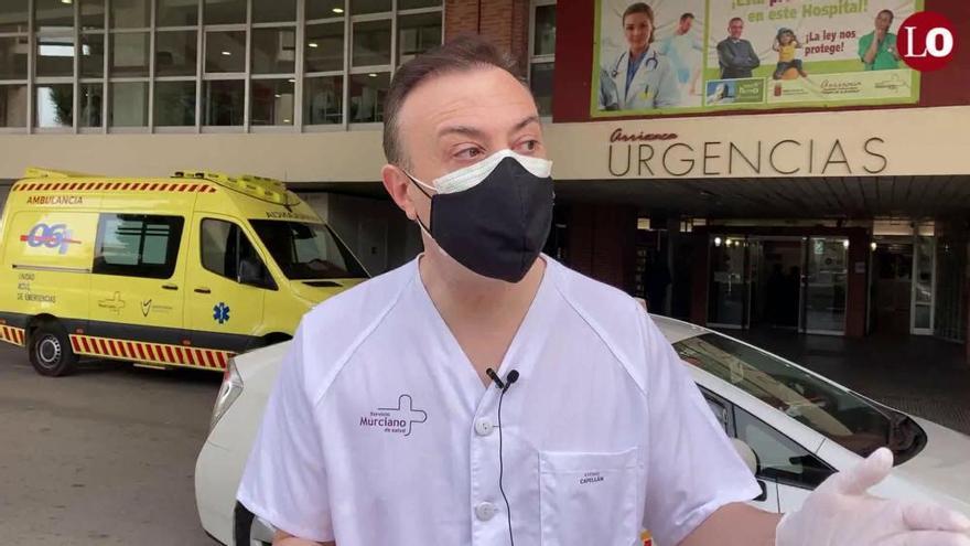 El Padre Alfonso Pérez Guarinos, coordinador de capellanía de La Arrixaca, explica cómo se han adaptado a la nueva realidad de la pandemia