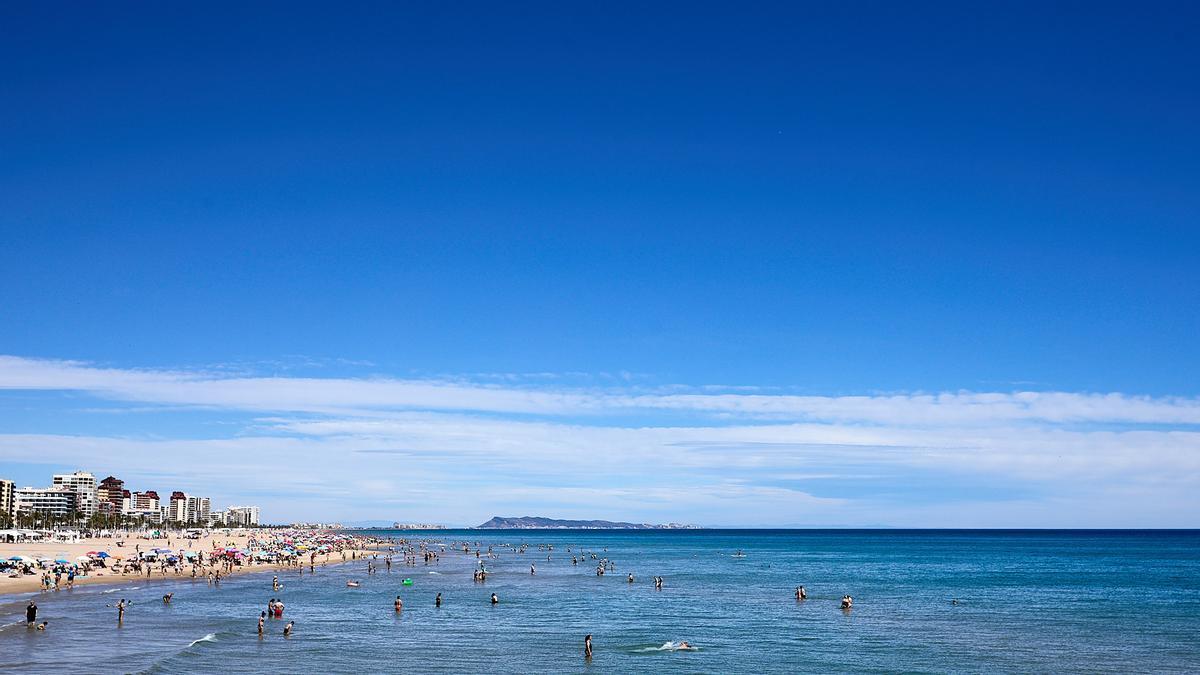 Imagen de archivo de la playa de Gandia