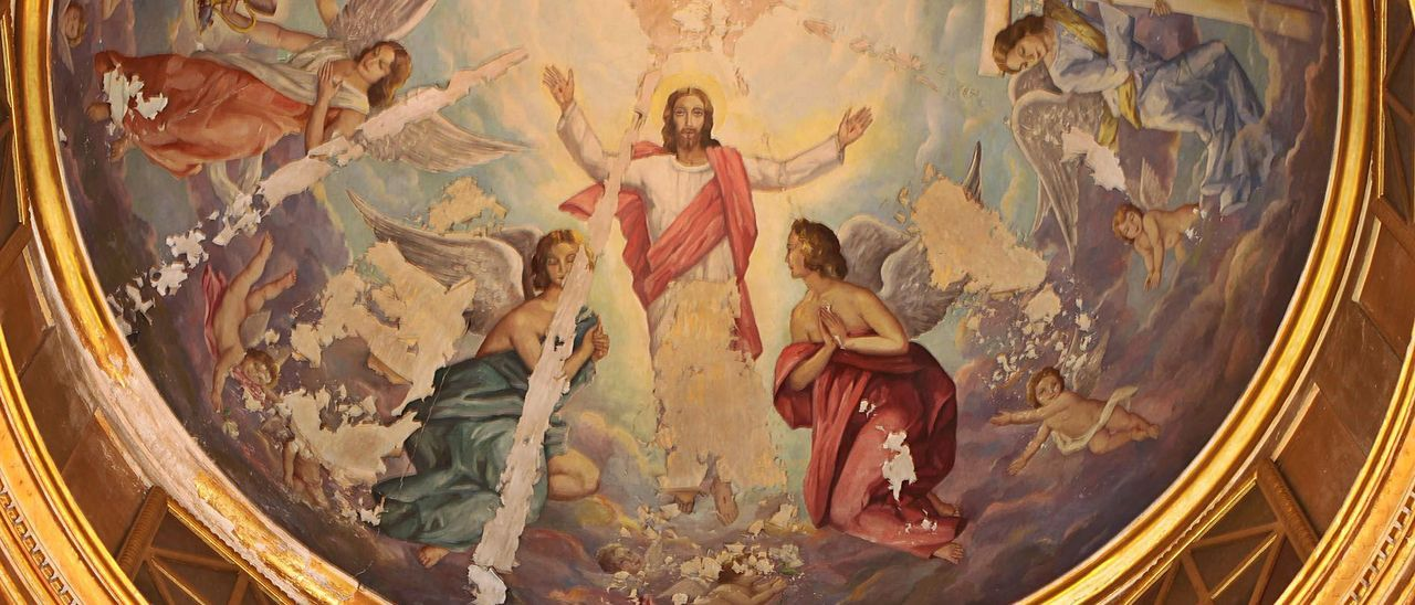 Pinturas del artista Miquel Vaquer en la iglesia de Quatretonda, con evidentes daños, que ahora serán restauradas.   CONSELL PARROQUIAL