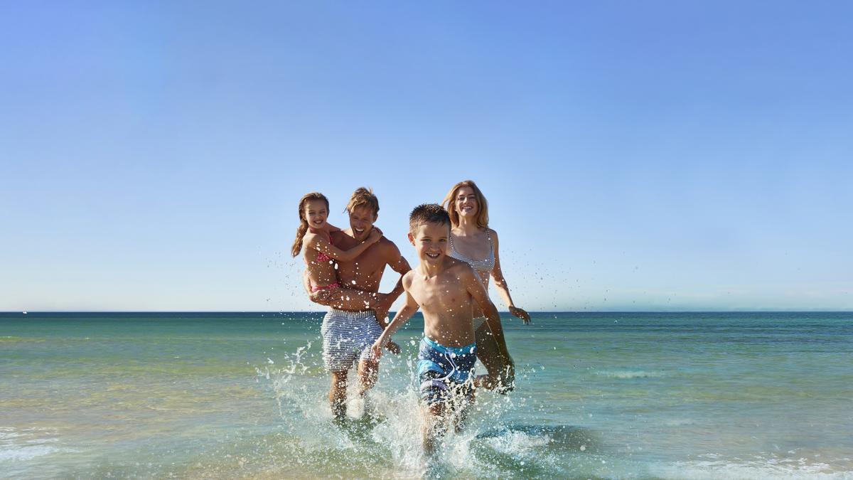 Disfruta de unas vacaciones en familia en el mejor resort de playa.