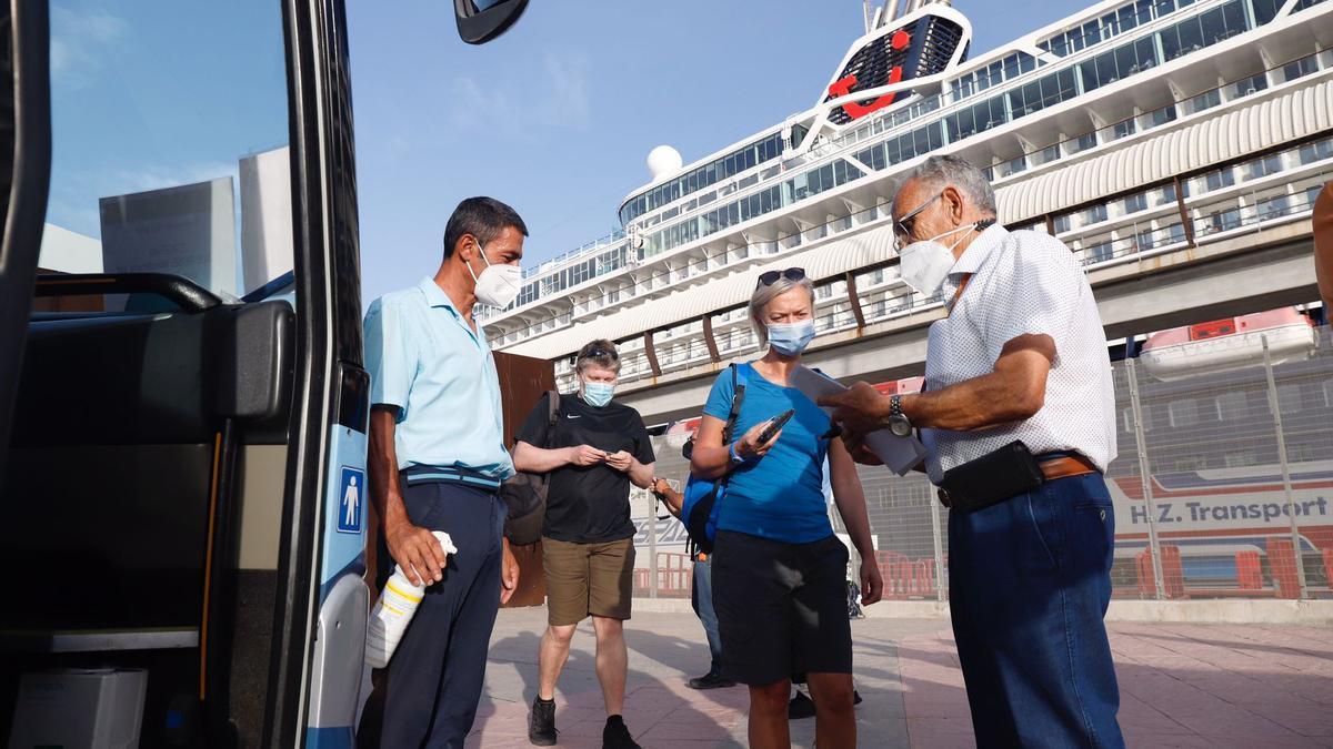 Llegada del primer crucero a Málaga tras el inicio de la pandemia