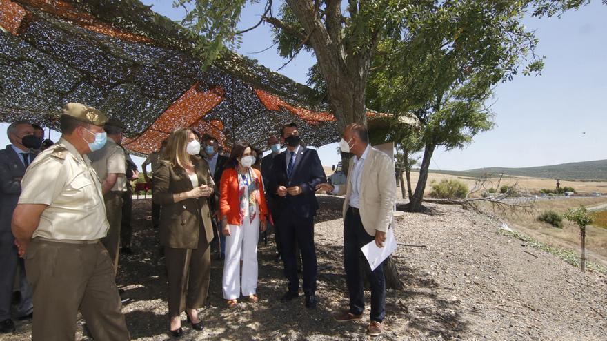 La Ministra de Defensa visita los terrenos de la Base Logística del Ejército de Tierra en Córdoba