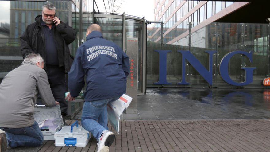 Explota una carta bomba a les oficines d'ING a Amsterdam