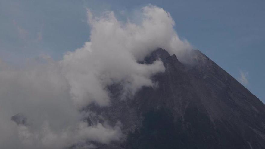 Nivel de alerta naranja tras expulsar magma un volcán en San Vicente