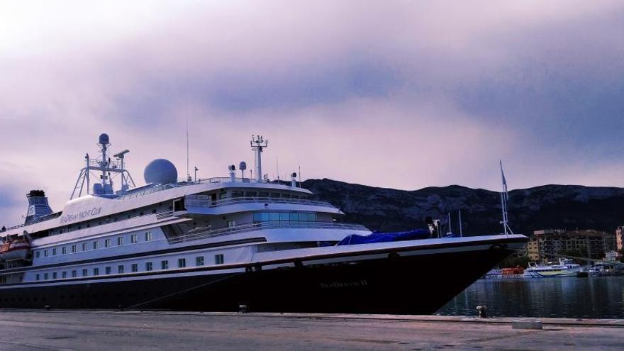 El crucero de lujo SeaDream II atraca en Dénia