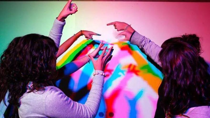 Llum i color: Experiments per interpretar fenòmens òptics