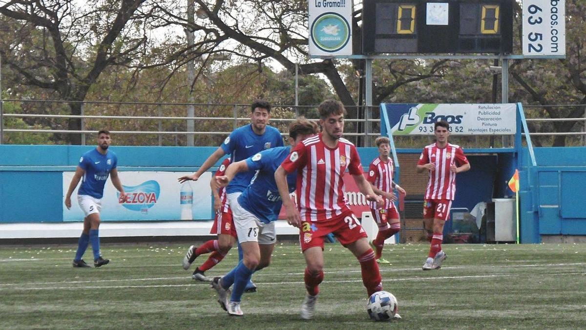 Aleix Díaz va repetir titularitat i bones prestacions al Municipal Nou de Santa Coloma | JOSÉ ANTONIO SÁNCHEZ
