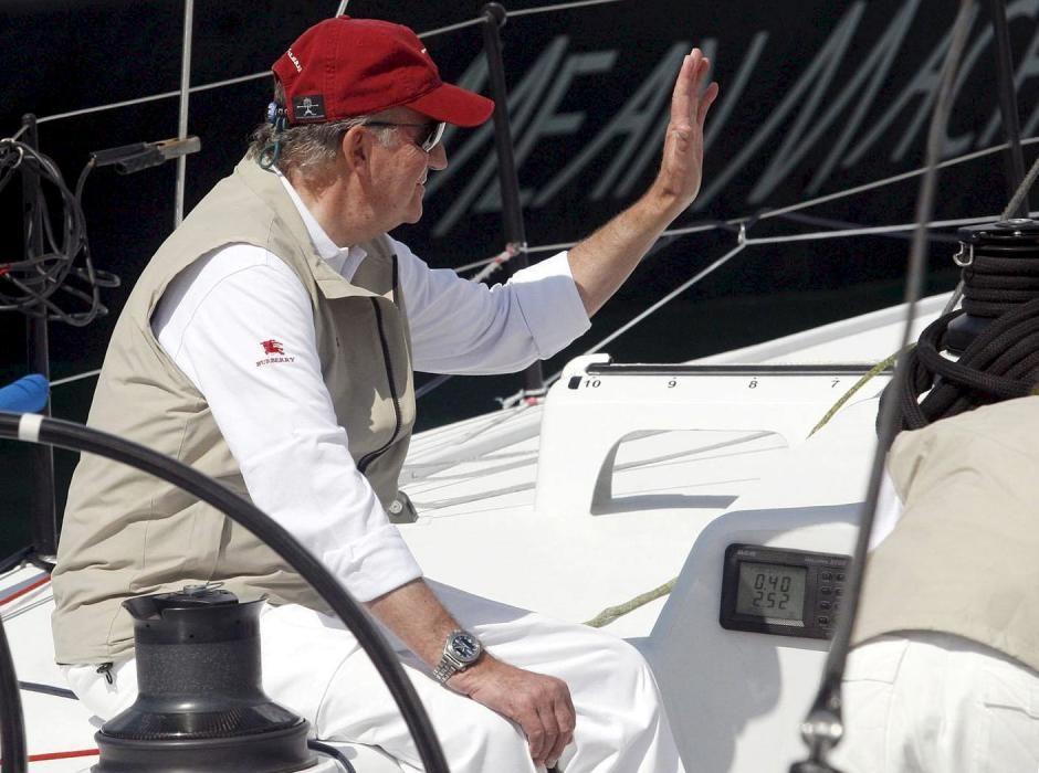 Juan Carlos practicando la vela,una de sus pasiones.