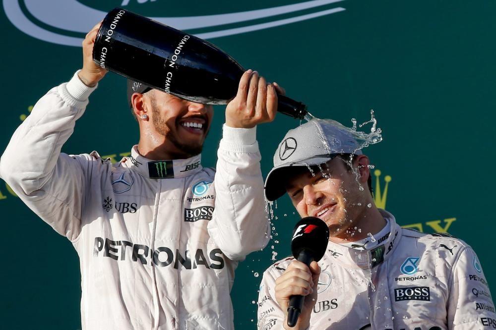 Después de dos años consecutivos de títulos de Lewis Hamilton, Nico Rosberg volvía a intentarlo. Mercedes seguía siendo el mejor coche y el alemán no había perdido ni un ápice de ambición. Lo demostró en la primera carrera, en Australia, donde sumó la victoria.