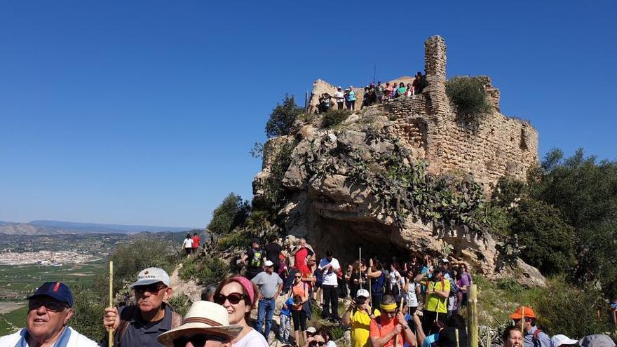 Cientos de vecinos de Xàtiva reivindican  la ermita gótica