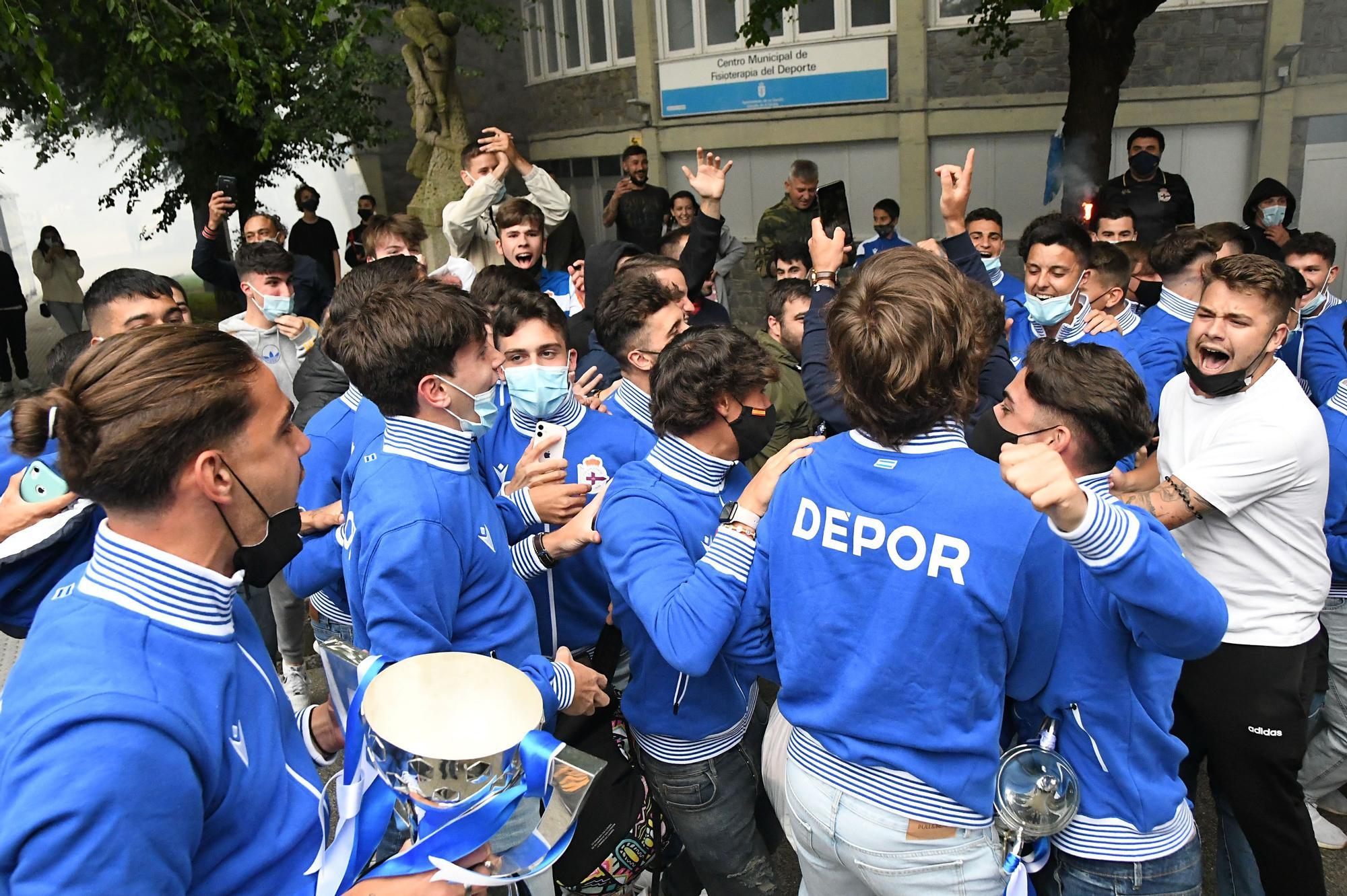 Los juveniles del Dépor celebran en A Coruña su Copa de Campeones
