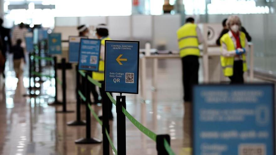 España ya exige PCR a quien llegue en avión o barco