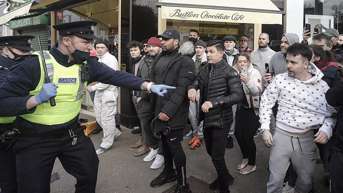 Protestas en Dublín contra el confinamiento.