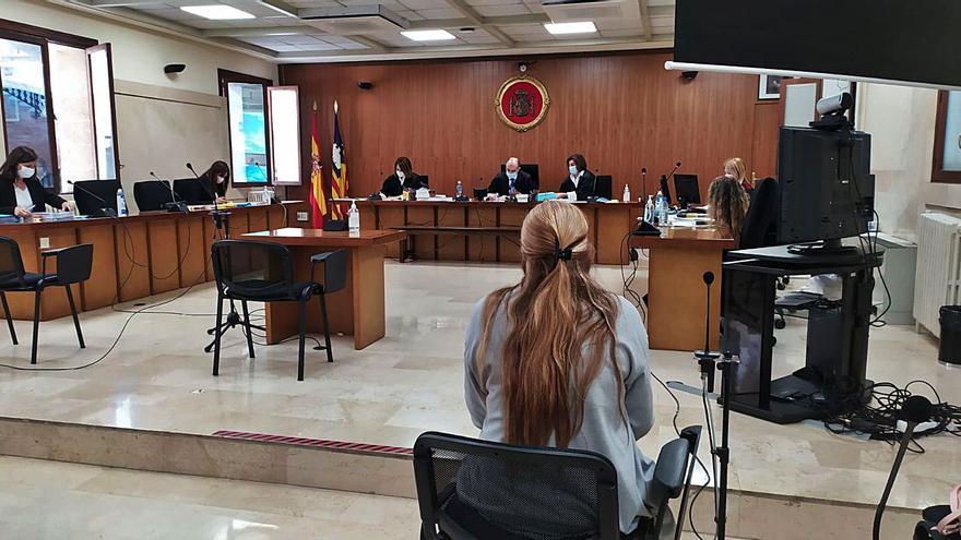Juzgan a puerta cerrada en Palma a una mujer acusada de abusar de su hijo de cuatro años